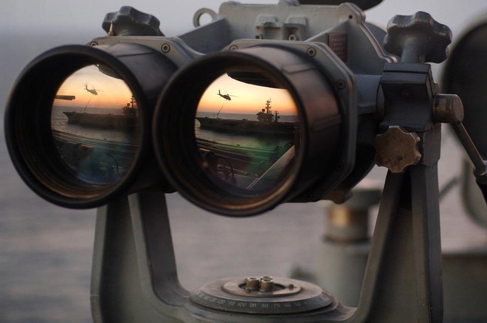 binoculars-67535_960_720.jpg