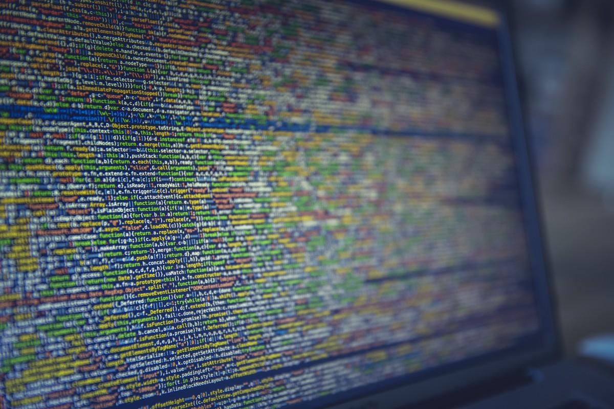 computer_desktop_developer_developing_hacker_hacking_it_programmer-916680.jpg