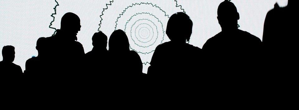 rsz_people-show-shadows-fun-team-look-group-amici-1936020.jpg