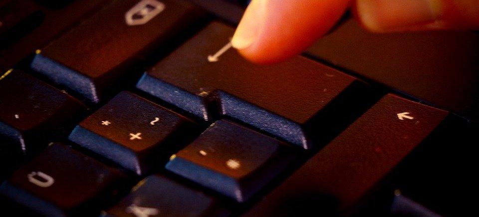 rsz_tap-keyboard-enter-input-device-leave-letters-956465.jpg