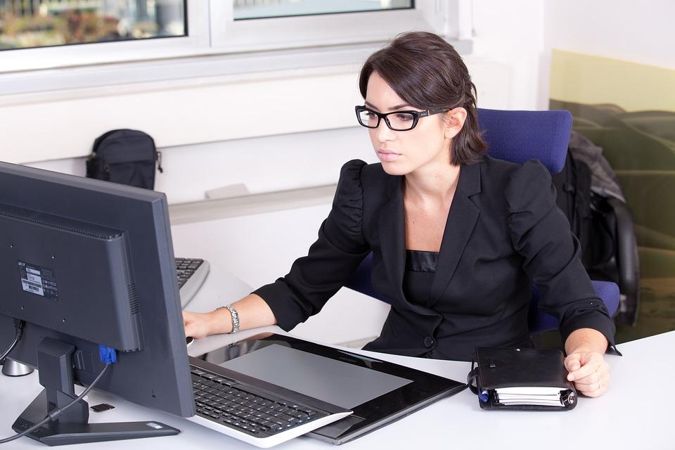 secretary-2199013_960_720.jpg