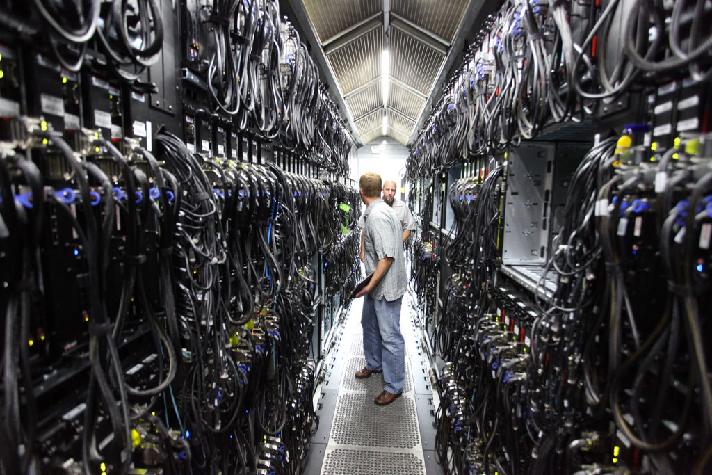 Top reasons why most companies choose a mix of cloud services and privately owned data centers